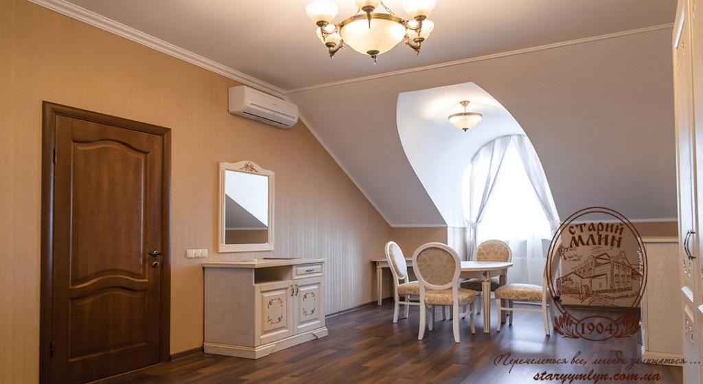 VIP меблі у VIP номері готелю Старий Млин